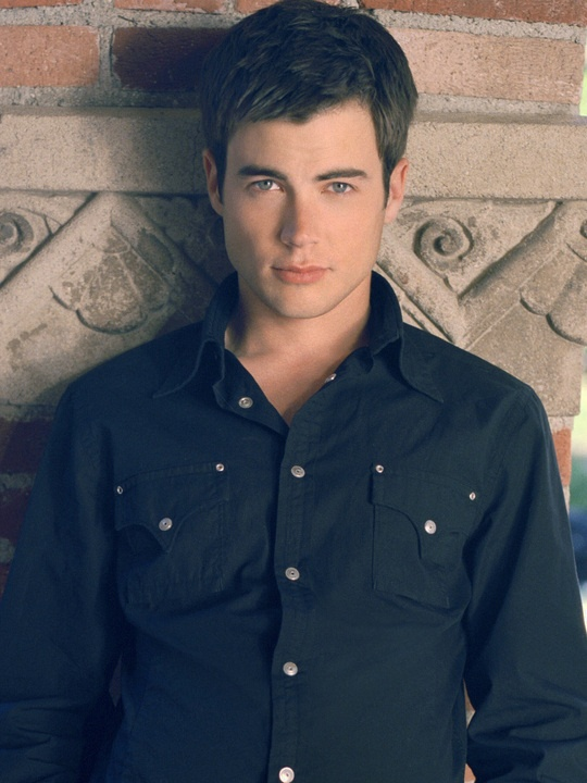 Matt Long. new dr on private practice....yes please lol