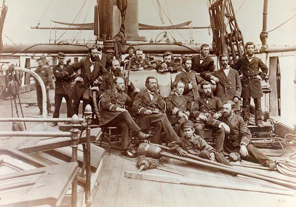 Fotografía correspondiente a la Oficialidad de la Corbeta Abtao, días antes del combate con el Huáscar en Antofagasta el 28 de agosto de 1879, en el Combate Naval de Antofagasta.