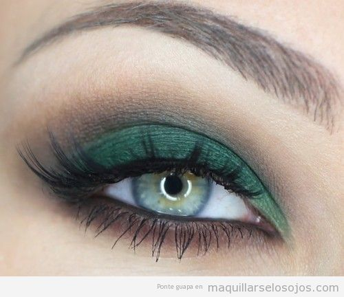 Maquillaje de ojos en tonos verdes para ojos verdes o marrones