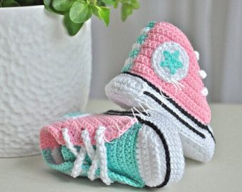 Crochet baby sneakers and blanket SET- crochet shoes -baby converse - unique gift -baby shower - pink mint -crochet baby shoes