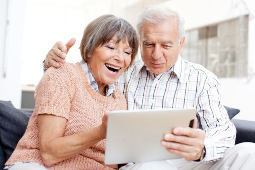 http://www.gettyimages.at/detail/foto/young-couple-using-tablet-lizenzfreies-bild/155439861