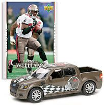 Tampa Bay Buccaneers Carnell Williams 1:64 2007 Ford SVT Adrenalin Concept with Trading Card