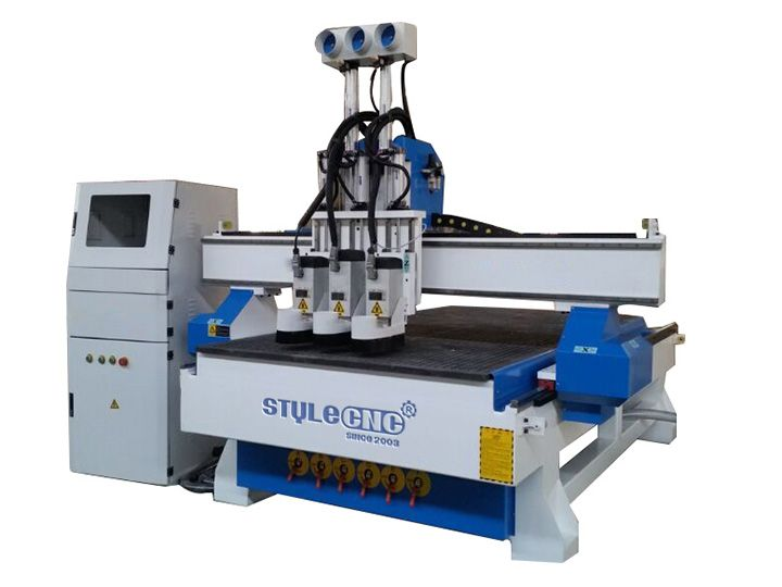 Economic auto tool changer cnc router STM1325-3T operates like an ATC machine with 3 spindles,The middle 4.5kw spindle for cutting,both-sides 3.5kw for carving,it used in panel furniture production line or working in advertisement industry.