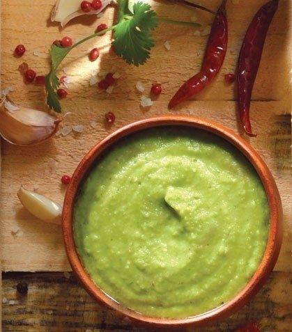 Una salsita verde mexicana con aguacate. | 16 Deliciosas salsas que vas a querer echarle a absolutamente todo lo que comas