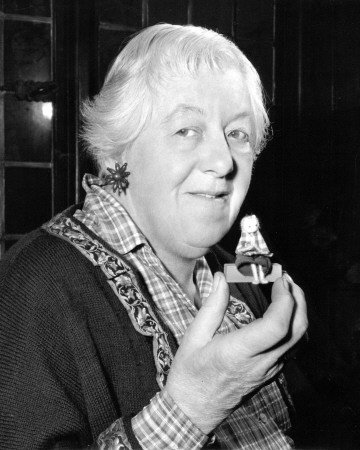 les 97 meilleures images du tableau margaret rutherford. Black Bedroom Furniture Sets. Home Design Ideas
