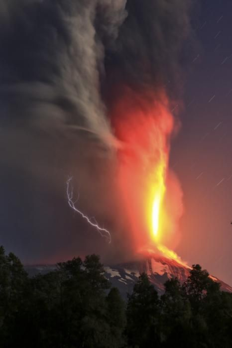 http://news.yahoo.com/photos/volcano-villarrica-erupts-in-southern-chile-villages-evacuated-1425392655-slideshow/villarica-volcano-erupts-near-pucon-chile-early-tuesday-photo-131436134.html
