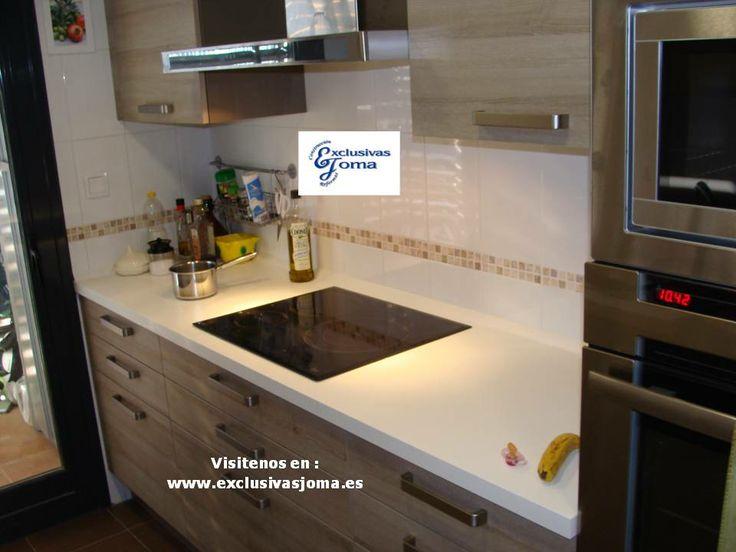 Muebles de cocina en color madera roble imperial y encimera de silestone blanco zeus - Cocina encimera madera ...