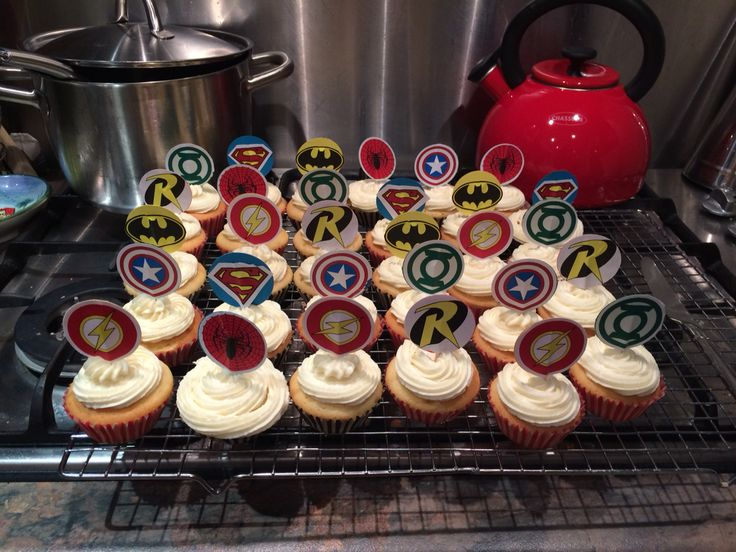 Cute superhero cupcakes. Superhero logo cupcake toppers. Green lantern. The flash. Spider-Man. Superman. Robin. Captain America. Batman. Really easy to make. Made by printing off the logos. Cutting them out and sticking a tooth pick between it and a piece of cardboard cut to the same size. Really cut and easy. Perfect for superhero party's.