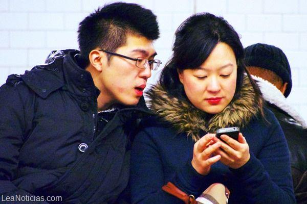 Los smartphones intervienen en las relaciones sentimentales ¿Sabes cómo? - http://www.leanoticias.com/2014/02/14/los-smartphones-intervienen-en-las-relaciones-sentimentales-sabes-como/
