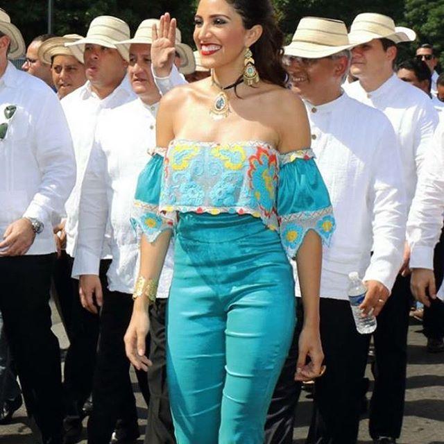 Nuestra hermosa @katleenlevy durante los desfiles del 10 de noviembre en Juan Diaz❤️️