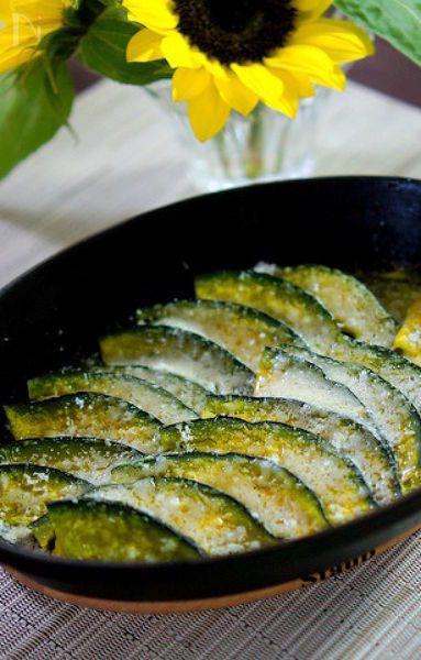 旬の南瓜のチーズ焼きです。  ストウブでオーブンに入れて焼くだけで大変美味しいです。