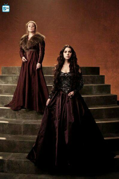 Reign. Adelaide Kane as Mary, Queen of Scotts and Megan Follows as Catherine de Medicis.                                                                                                                                                                                 Mehr