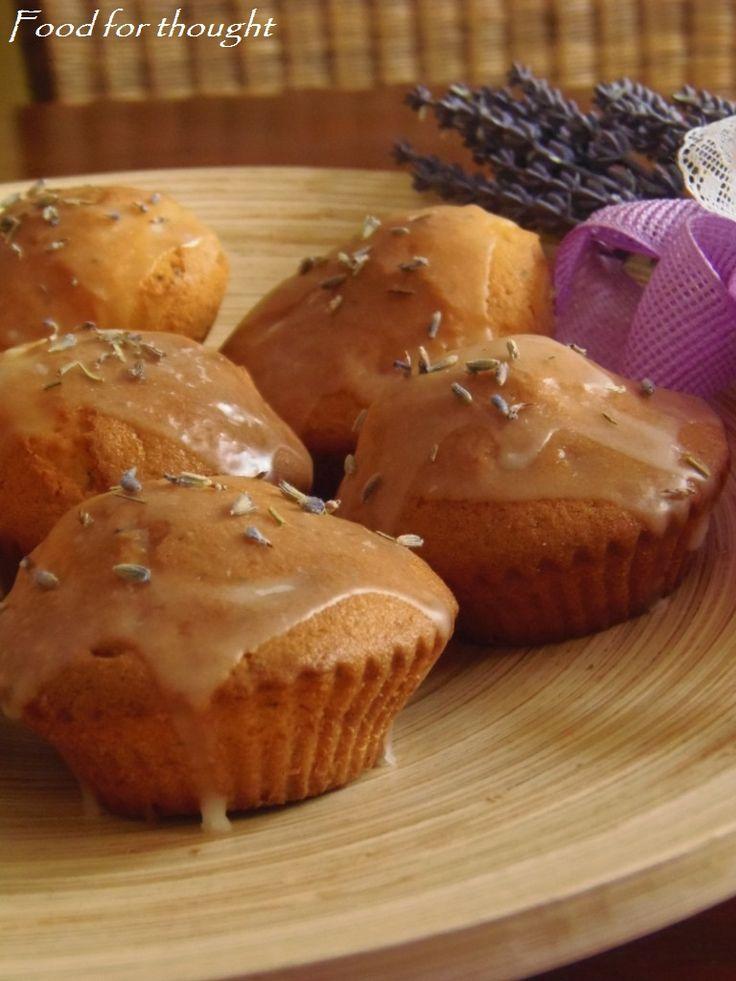 Λεβαντένια muffins λεμονιού με παπαρουνόσπορο http://laxtaristessyntages.blogspot.gr/2012/07/muffins.html