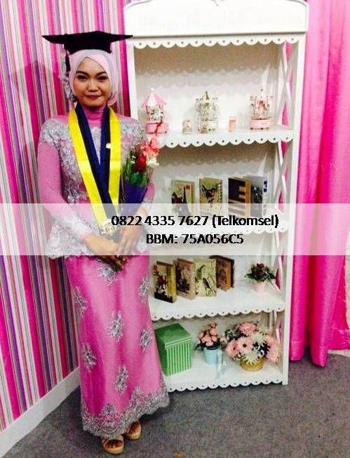 Kami Butik Baju Kebaya Modern melayani penjualan dan pemesanan kebaya wisuda, kebaya pengantin, kebaya tunangan, kebaya muslim. Informasi dan pemesanan hubungi 082243357627 (Telkomsel) - bbm 75A056C5