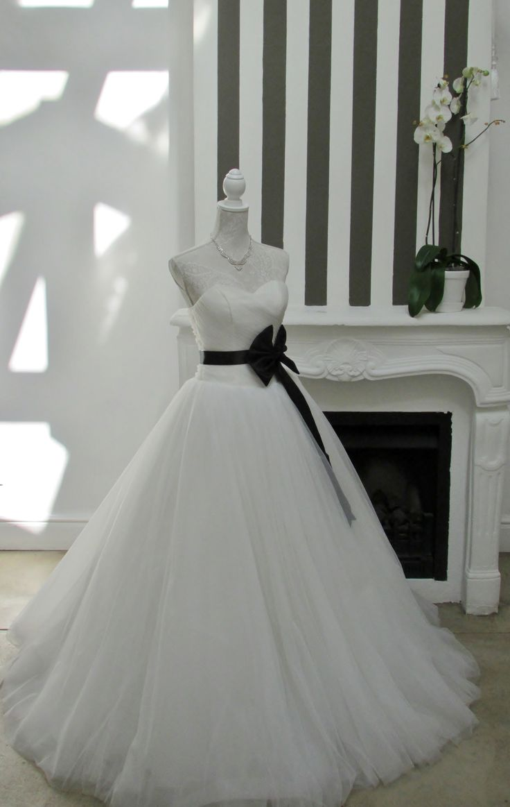Gorgeous with the black ribbon and bow.....