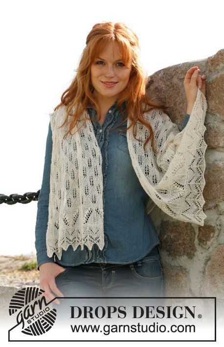 """Free Knitted DROPS shawl with lace pattern and bobbles in """"Lace"""". ~ DROPS Design"""