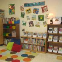 A biblioteca escolar ou cantinho da leitura pode ser feita em casa ou em uma sala da escola. Neste artigo você vai ver algumas ideias para criar um espaço de leitura muito agradável e realmente um local onde as crianças vão adorar passar seu tempo lendo as suas histórias favoritas. A leitura é um dos … Continuar lendo Como montar uma biblioteca divertida, acolhedora e estimulante!