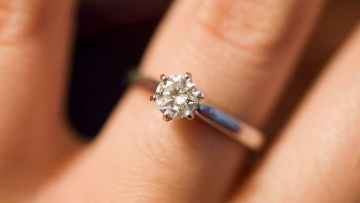 precio anillos compromiso alicante - anillo matrimonio alicante - anillo pedida alicante - anillos compromiso alicante - donde comprar anillo compromiso alicante - joyeria marga mira - buena joyeria en alicante centro. anillos compromiso oro blanco con diamantes - anillos con brillantes - anillos boda alicante - joyeriamargamira.com/content/10-anillos-compromiso-alicante -