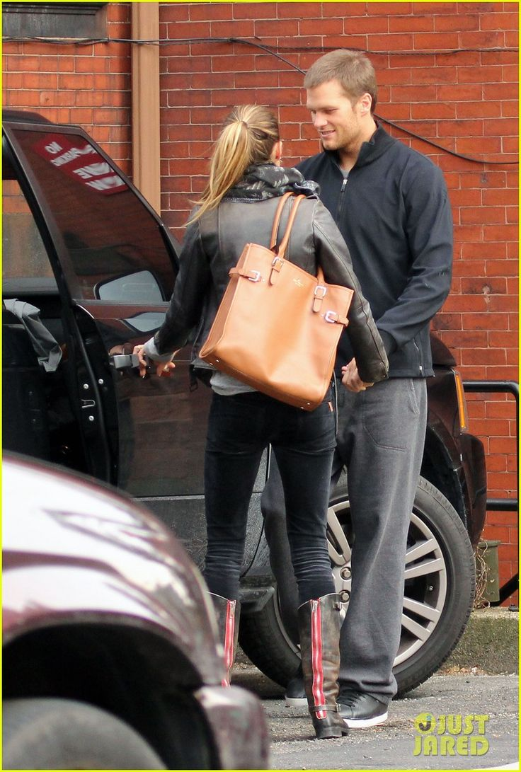 Another reason I love her....she's carrying the Jackson bag by Kate spade
