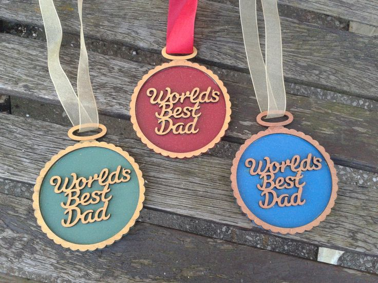 WORLD'S BEST DAD - hanging medal wall plaque. Ideal Father's Day gift by KatijanesCreations on Etsy