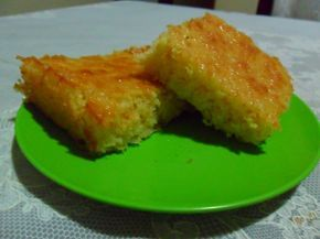 Bolo com o bagaço do milho verde. Usar leite vegetal no lugar do leite e coco ralado no lugar do queijo.