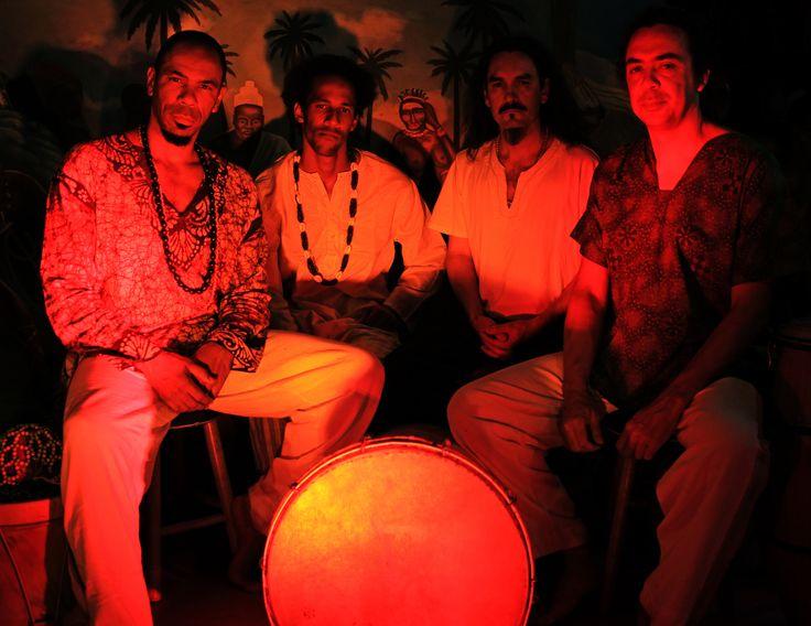 """No dia 4, às 20h, no Sesc Arsenal, terá apresentação do Alabê Ôni que faz parte da programação do Sonora Brasil. O grupo gaúcho é formado por quatro músicos pesquisadores, dedicados à recuperação histórica do tambor de sopapo e o repertório é composto por moçambiques, quicumbis, alujás e candombes, que são manifestações da cultura negra...<br /><a class=""""more-link"""" href=""""https://catracalivre.com.br/cuiaba/agenda/gratis/sonora-brasil-grupo-do-rs-resgata-cultura-do-tambor-de-sopapo/"""">Continue…"""
