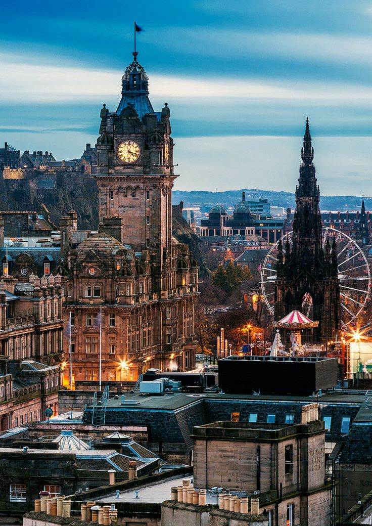 The charming city of Edinburgh, Scotland! Check out 28 more MIND BLOWING photos of Scotland! - Avenly Lane Travel