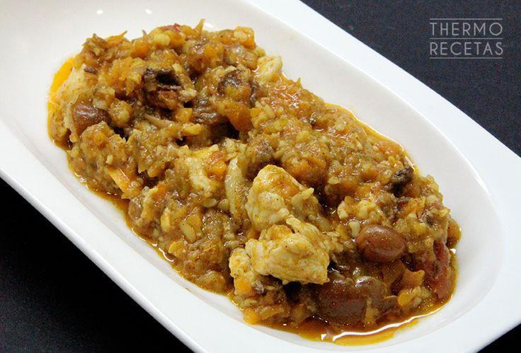 Pechuga de pollo con frutos secos: pollo mozárabe - http://www.thermorecetas.com/2014/11/29/pechuga-de-pollo-con-frutos-secos-pollo-mozarabe/