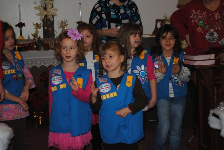 New to being a Girl Scout Leader? Not sure where to start, here is a great idea for a layout for your very first meeting of the year. Including a opening flag ceremony, games, crafts, and more.