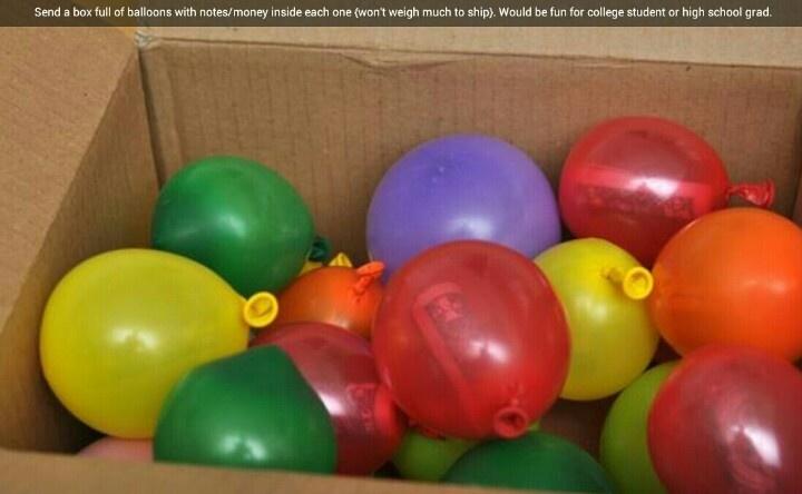 Leuke surprise! In elk ballonnetje een papiertje doen, met helaas... en in eentje een kort gedichtje.