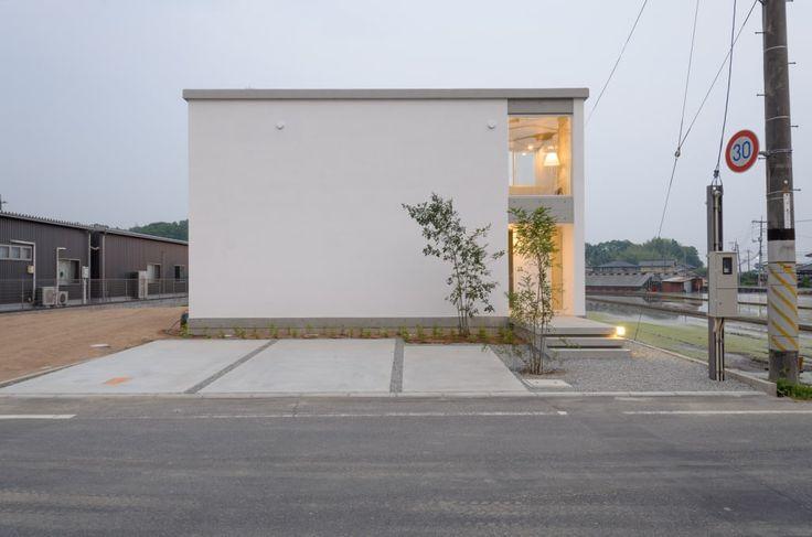 の家のデザイン:笑顔とsky-lineをご紹介。こちらでお気に入りの家デザインを見つけて、自分だけの素敵な家を完成させましょう。
