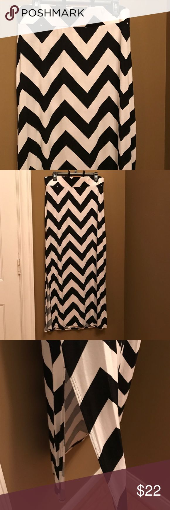 "NWT black & white chevron skirt a.n.a. Black and white chevron maxi that is 42.5"" long. The waist is a wide elastic band that is 17"". a.n.a Skirts Maxi"