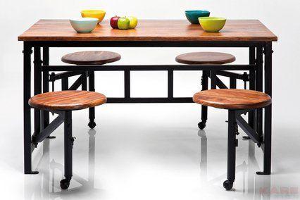 Ciekawe i praktyczne rozwiązanie  połączenie stołu z krzesłami.