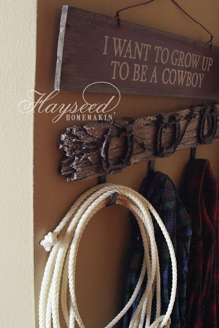 Hunter Bedroom: deer rack instead of horseshoes! Such a GREAT idea