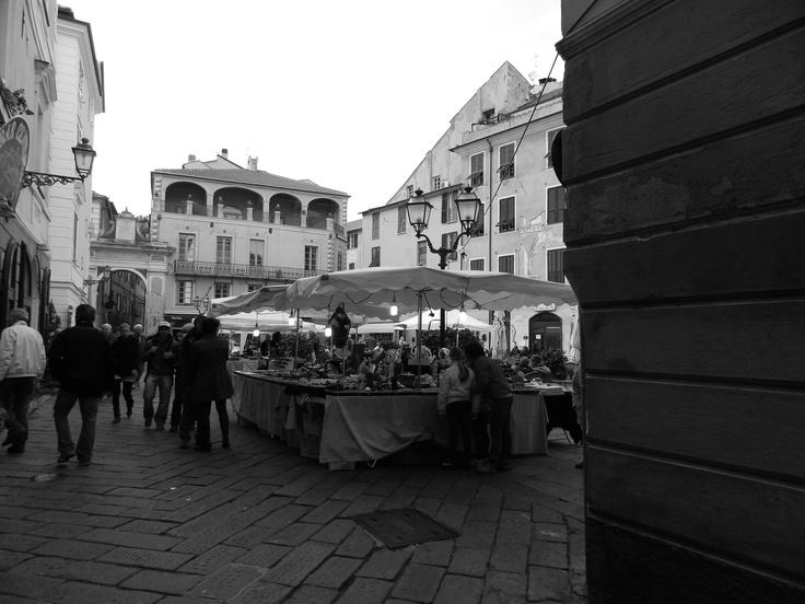 Una piazzetta a Finalborgo #finaleligure #visitriviera