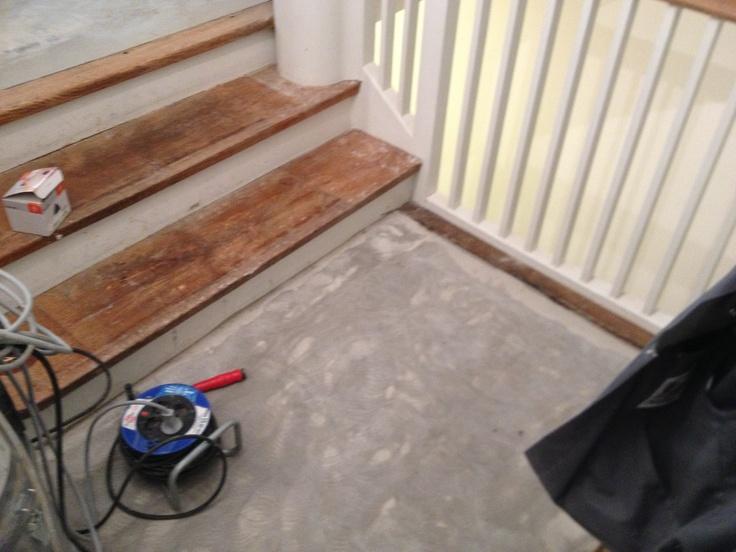 BV in Schwabing, bevor Treppe geschliffen und lackiert wurde....