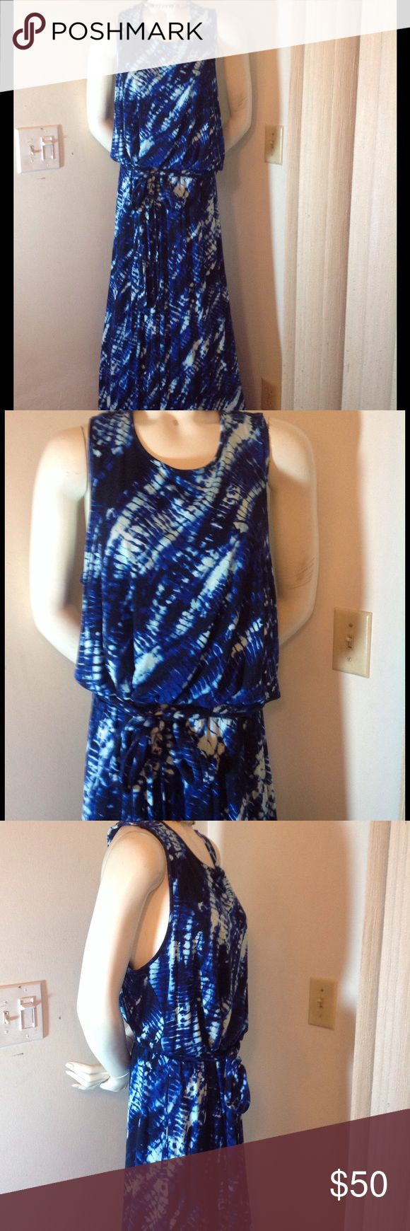 BOHEMIAN BLUE AND WHITE MAXI DRESS BLUE AND WHITE BOHO MAXI DRESS NWOT THIS IS SUCH BEAUTIFUL DRESS I JUST LOVE THE BACK SZ 14W HEIDI WEISEL Dresses Maxi