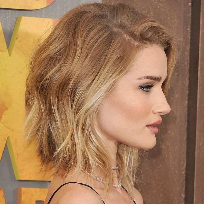 Confira lindos modelos de corte de cabelo feminino 2017. Veja dicas, tendências que estão bombando e muitos modelos de corte de cabelo feminino 2017.