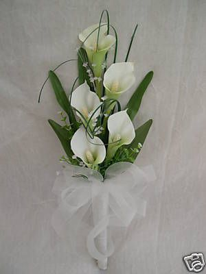 Small Modern Cala Lily Bouquet Suitable for Brides or Bridesmaids Length of bouquet is approx 17inchs This beautiful modern bouquet has been created