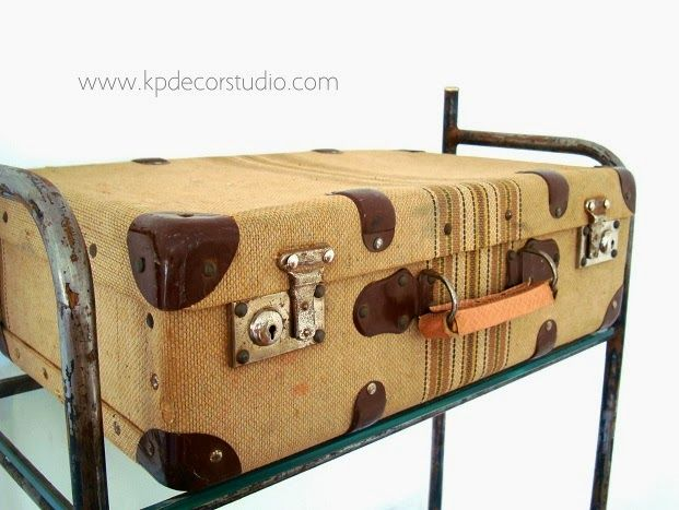 Ba les y maletas antiguas para decoraci n arcones de - Sofas antiguos de madera ...