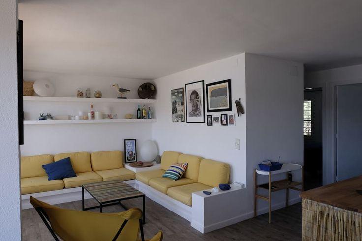 Regardez ce logement incroyable sur Airbnb : EXCLUSIF APPARTEMENT VUE MER RÉNOVÉ - Appartements à louer à Cadaqués