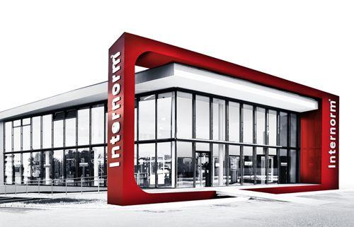Internorm rappresenta il più grande marchio di serramenti in Europa, oltre 80 anni fa è iniziata una storia di successo nella produzione di finestre, la cui pietra miliare è stata la creazione del marchio Internorm, più di 45 anni fa.