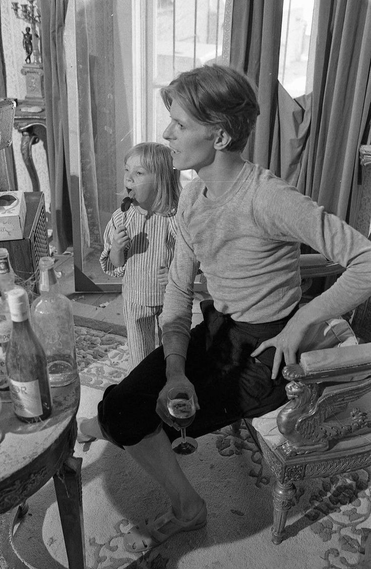 On the set of The Man Who Fell to Earth