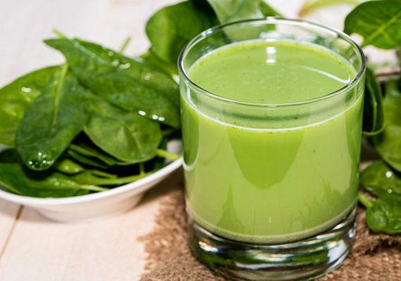 Áprilistól már friss spenótot is kaphatsz a zöldségesnél. Popeye kedvencéből nemcsak főzeléket készíthetsz, egy kevés gyümölccsel és vízzel összedolgozva turmix is lehet belőle. Tudj meg többet a zöldségről!