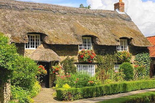Thornton-le-Dale Thatched Cottage (96 pieces)