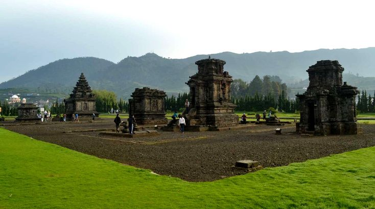 Kompleks Candi Arjuna di Dataran Tinggi Dieng, Kabupaten Banjarnegara, Jawa Tengah