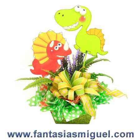 Dinosaur centerpiece for boys party Centro de mesa para fiesta infantil de dinosaurios