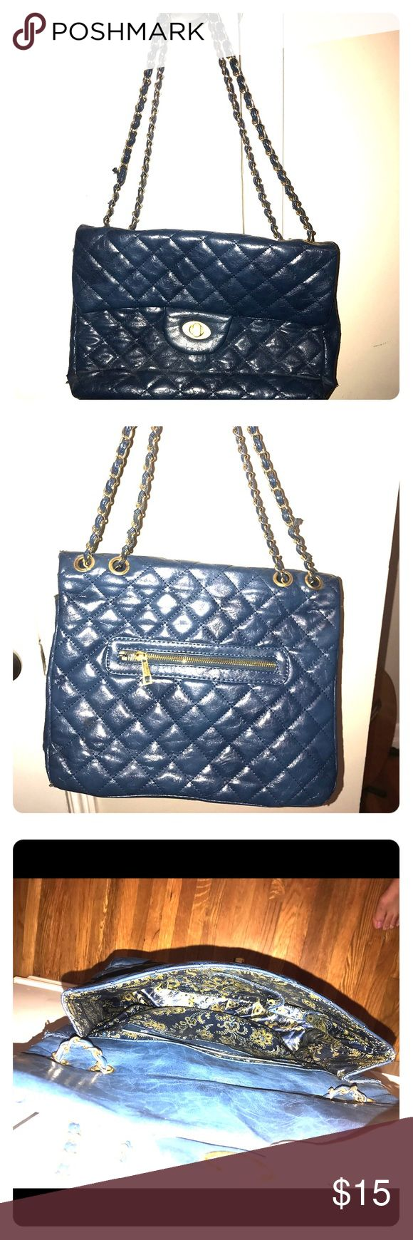 Navy Purse Adorable bag with gold chain strap, very spacious. Bags Shoulder Bags
