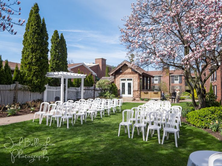 A beautiful spring day wedding ceremony in the Rose Garden at the Pillar and Post. I love @vintagehotels weddings in Niagara On The Lake, they are so romantic! #joshbellinghamphotography