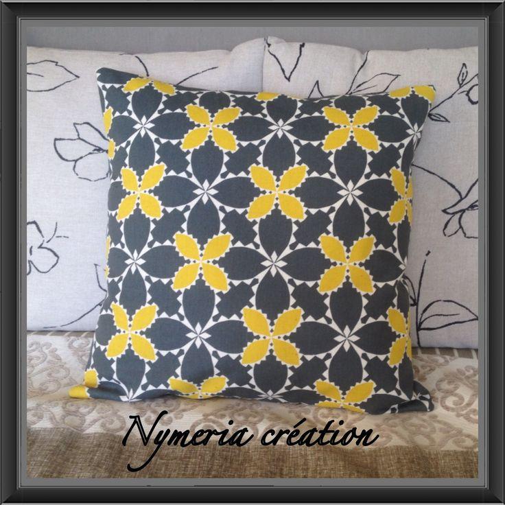 Housse de coussin en tissu japonais gris fonc et jaune for Patron housse coussin rectangulaire